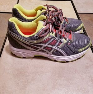 These are brand new with tags Asics womens sz 6.5